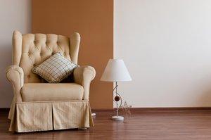 Stuhl Und Wand, Boden, Einsamkeit, Einsamkeit, Kissen, Lampe, Leuchte,  Schweigen, Stuhl, Tabelle, Wand, Zimmer, Allein, Braun, Gelb, Leer, Ruhig,  Still